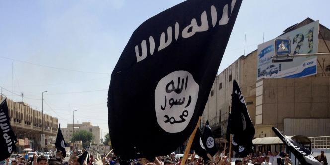 Des partisans de l'État islamique à Mossoul, en juin.