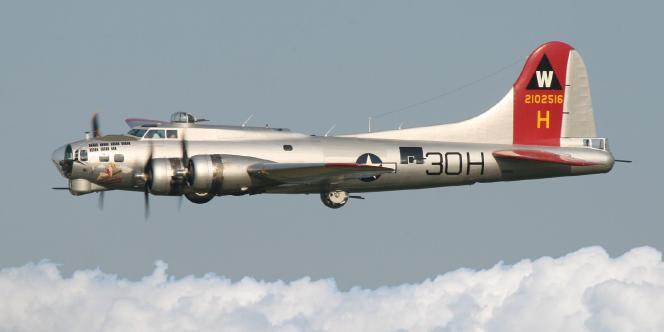 Un avion B-17G «Aluminum Overcast» appartenant à l'Experimental Aircraft Association (EAA), en 2006.