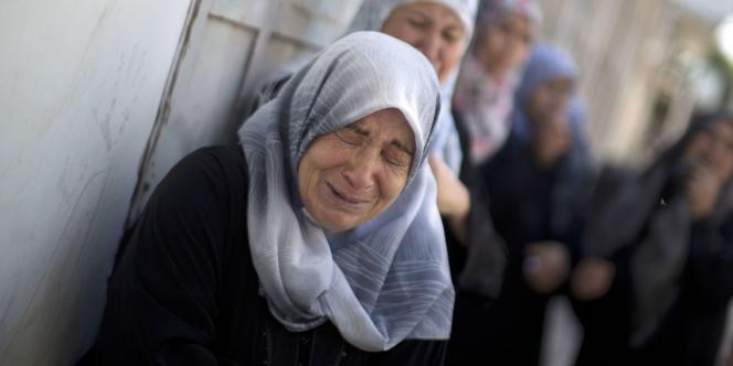 Des femmes gazaouies aux funérailles d'un Palestinien tué lors d'une attaque israélienne, le 18 juillet à Gaza.