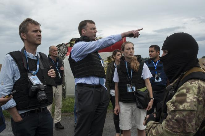 L'équipe de l'OSCE sur le site du crash du vol MH17 dans l'est de l'Ukraine, le 18 juillet.