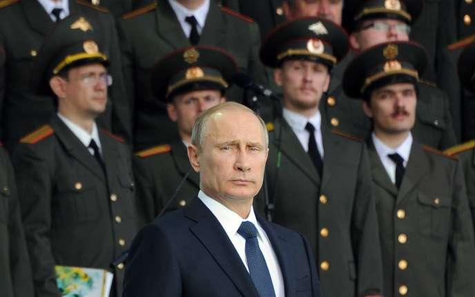 Le président russe, Vladimir Poutine, vendredi 18 juillet, à Serguiev Possad, à 70 km au nord-est de Moscou.