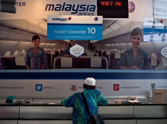 Au comptoir de Malaysia Airlines à l'aéroport de Kuala Lumpur, le 19 juillet.