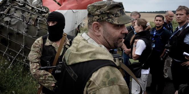 Les observateurs de l'OSCE empêchés de pénétrer le site du crash du vol MH17.