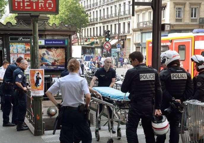 Des policiers déployés près de la station de métro Grands-Boulevards, le 19 juillet.