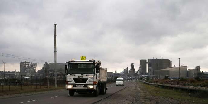 Un camion quitte une usine d'Amplats, près de Rustenburg en Afrique du Sud, en octobre 2012.