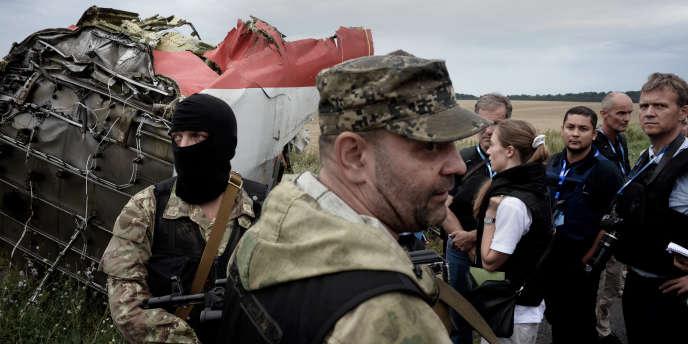 La mission de l'OSCE sur le site du crash près du village de Hrabove, dans l'est de l'Ukraine.