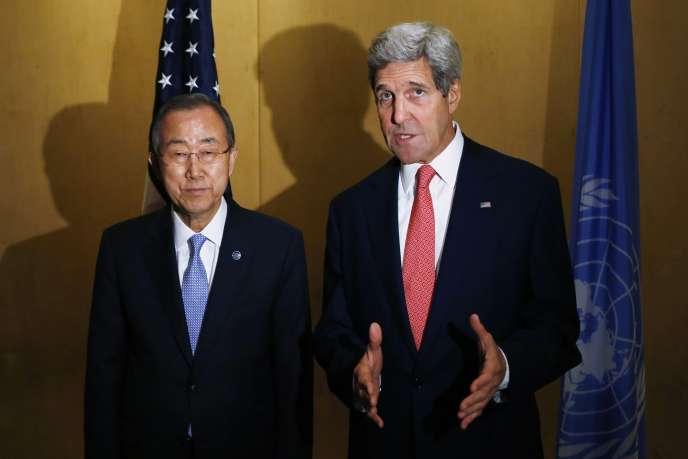 Le secrétaire général de l'ONU, Ban Ki-moon, et le chef de la diplomatie américaine, John Kerry, au Caire, le 21juillet.