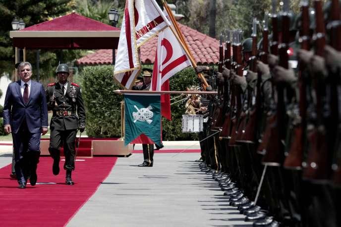 Dimanche 20 juillet 2014, à Nicosie, cérémonie de commémoration par le président Abdullah Gül du débarquement des troupes turques sur Chypre, quarante plus tôt, en 1974.