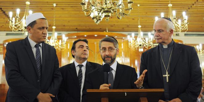Des responsables religieux se sont rassemblés à la synagogue de Sarcelle, lundi 21 juillet, pour une soirée de prières multiconfessionnelle.