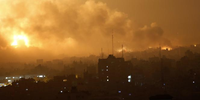 L'enclave palestinienne de Gaza sous les frappes israéliennes, le 22juillet au matin.