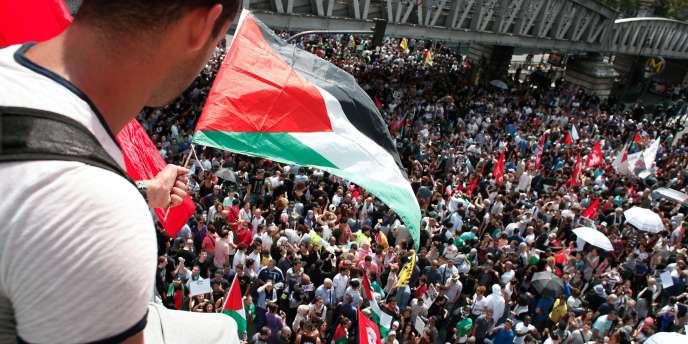 Durant la manifestation pro-Gaza de Barbès à Paris interdite samedi 19 juillet.