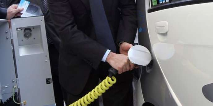Le texte adopté par le Parlement prévoit de doubler le nombre de points de recharge, qui s'élevait à 8000 à la fin de 2013.
