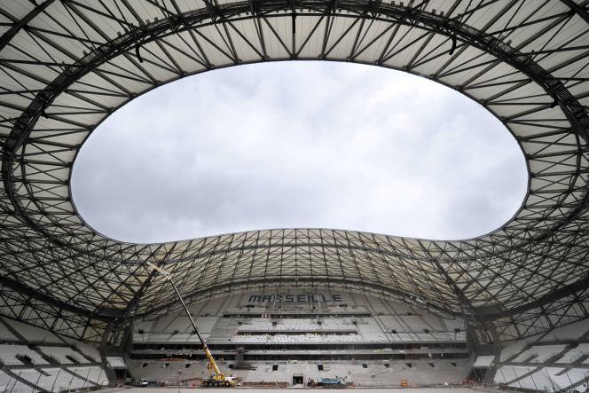 L'Olympique de Marseille, en conflit avec la mairie au sujet du montant de la location du Stade-Vélodrome, jouera son premier match à domicile le week-end du 15au 17août, contre Montpellier, au stade de la Mosson.