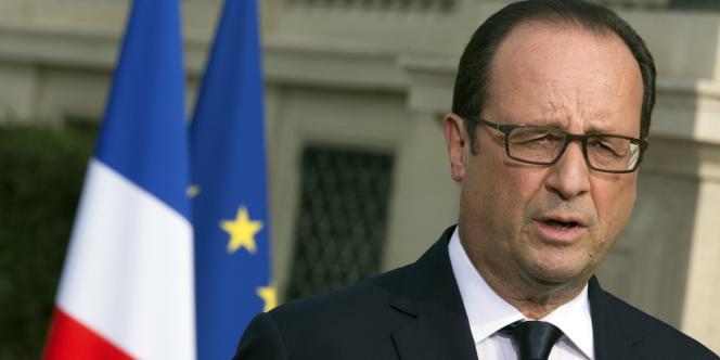 François Hollande après sa rencontre avec les familles des victimes du crash du vol AH5017, le 26 juillet à Paris.