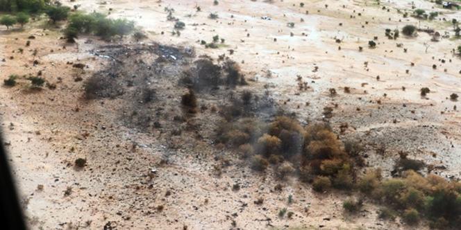 Vue aérienne du site du crash du vol AH 5017 au Mali.