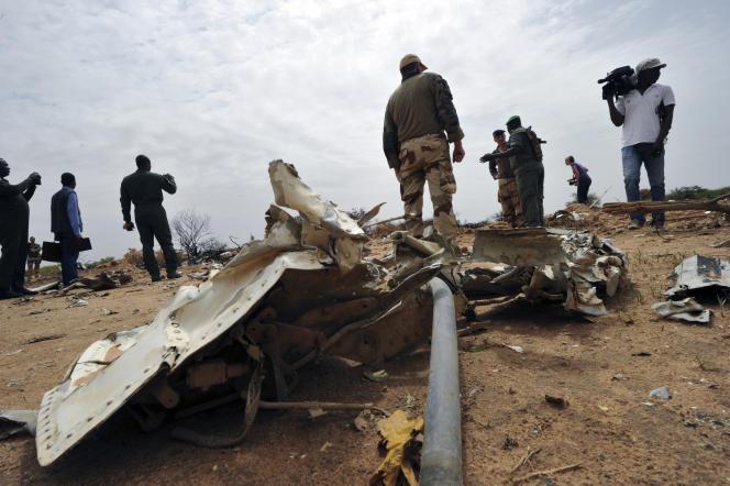 Sur les lieux du crash du vol AH 5017, le 26 juillet 2014.