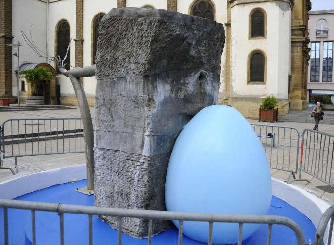 L'œuvre de l'artiste Alain Mila repeinte en bleu sans son accord.