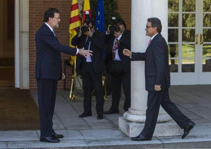 Le premier ministre espagnol et le président de la Catalogne ont renoué un dialogue rompu depuis 8 mois, mercredi, mais sans la moindre avancée.