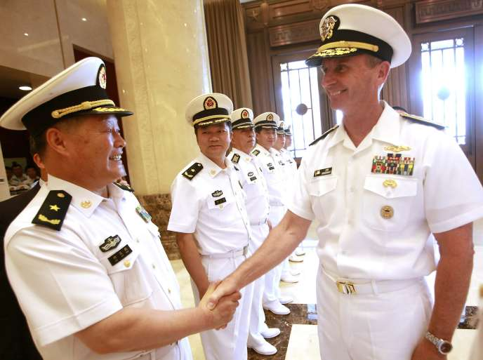 Wu Shengli et Jonathan Greenert, chefs des marines chinoise et américaine, en juillet, à Pékin.