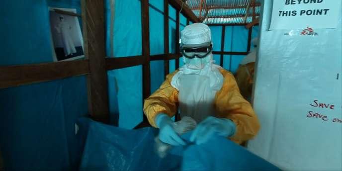 Au Liberia, des médecins se préparent à soigner des malades infectés par le virus Ebola, le 30juillet.