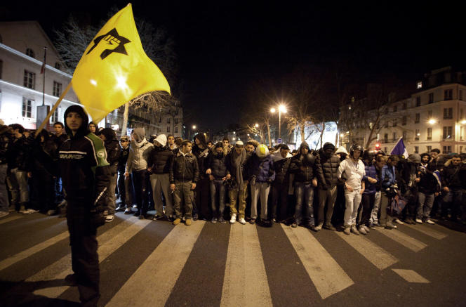 Cortège de la Ligue de défense juive lors d'une marche silencieuse, le 19 mars 2012, à Paris, en mémoire des victimes des fusillades de Mohamed Merah.