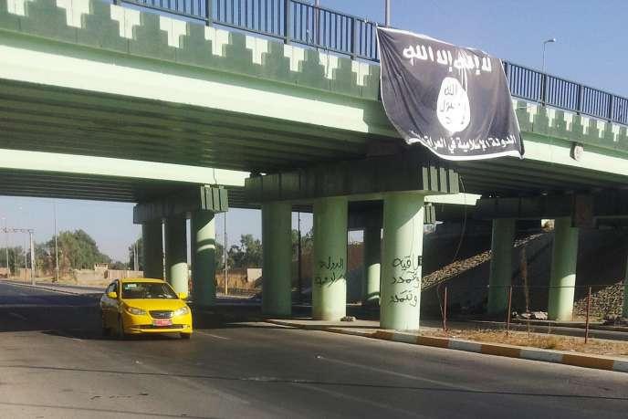 Entrée de la ville irakienne de Mossoul, où le chef de l'Etat islamique, Abou Bakr Al-Baghdadi, a discrètement installé son quartier général dans les locaux du consulat général de Turquie, depuis le 11 juin.