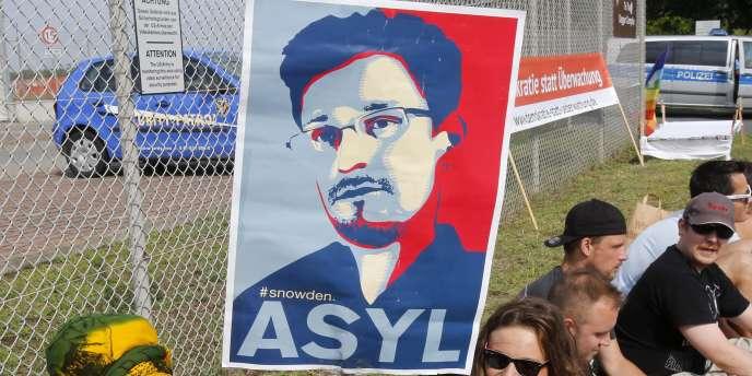 Edward Snowden s'est vu accorder un asile temporaire après avoir passé, à l'été 2013, plusieurs semaines coincé dans un aéroport moscovite.