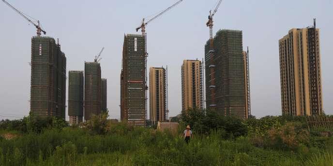 Construction de bâtiments résidentiels à Hangzhou, dans l'est de la Chine, le 21 juillet.