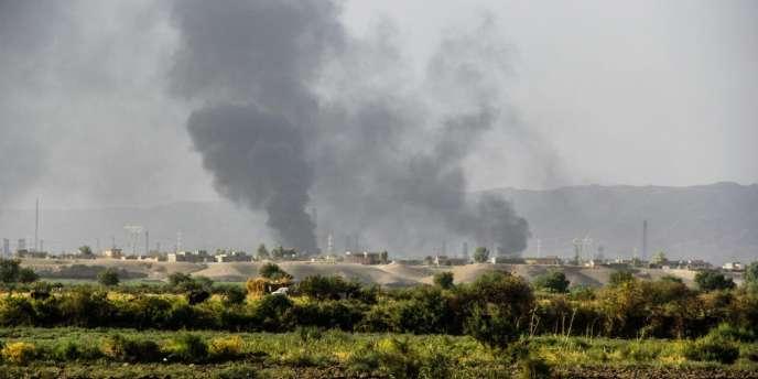 Nuages de fumée à la raffinerie de pétrole de Beiji, à 250 kilomètres de Bagdad, après une attaque de l'Etat Islamique.