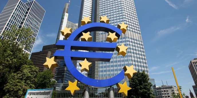 L'euro qui, au cours des dernières années, a frôlé les 1,40 dollar, est aujourd'hui aux alentours de 1,30. Cela ressemble certes à un exploit bienvenu, mais n'oublions pas que la parité de pouvoir d'achat avec le dollar se situe aux alentours de 1,18 dollar.