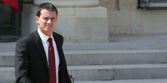 Le premier ministre Manuel Valls lors de sa sortie du palais de l'Elysée, le 30 juillet.