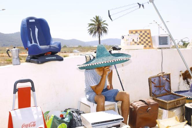 A Ibiza, deux univers cohabitent, s'ignorent et se repoussent. Le but du double jeu est de savoir qui va gagner, le Nord ou le Sud.