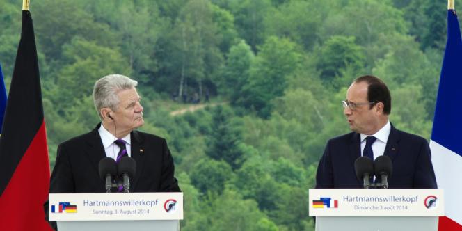 Joachim Gauck et François Hollande, au Hartmannswillerkopf, le 3août, lors de la célébration du centenaire de la déclaration de la première guerre mondiale.