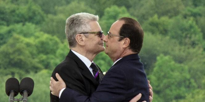 Le président de l'Allemagne, Joachim Gauck, et le président de la France, François Hollande, à Wattwiller, le 3août.