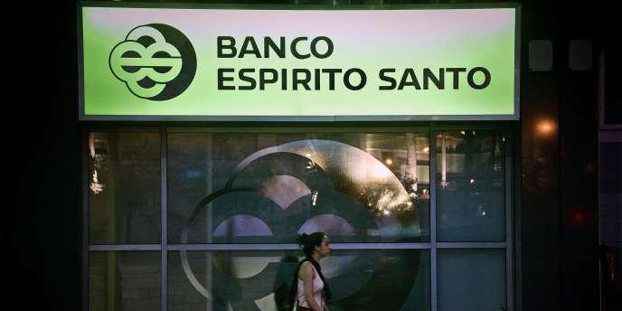 Devant le siège de Banco Espirito Santo à Lisbonne, le 3 août.
