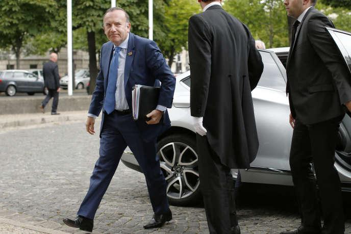 Pierre Gattaz, président du Medef, pendant la conférence sociale à Paris, le 7 juillet. Selon l'organisation patronale, l'échec des accords de maintien d'emplois est notamment dû à « insécurité juridique » du licenciement d'un salarié refusant l'application de l'accord.