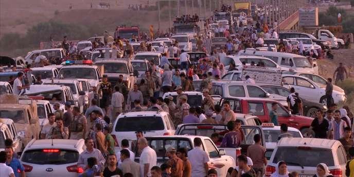 Civils en fuite après la prise de Sinjar et Zunmar les 2 et 3 août.