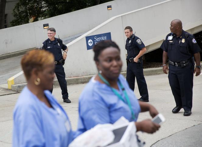 Devant l'hôpital où Kent Brantly et Nancy Writebol ont été soignés.