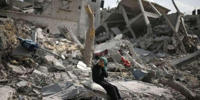 Dans le nord de la bande de Gaza, le 5 août. Après que l'armée israélienne a annoncé avoir détruit tous les tunnels qui mènent de Gaza vers Israël et retiré la totalité de ses troupes terrestres, une nouvelle trêve bilatérale de soixante-douze heures est entrée en vigueur.