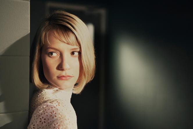 Mia Wasikowska dans le film britannique de Richard Ayoade,