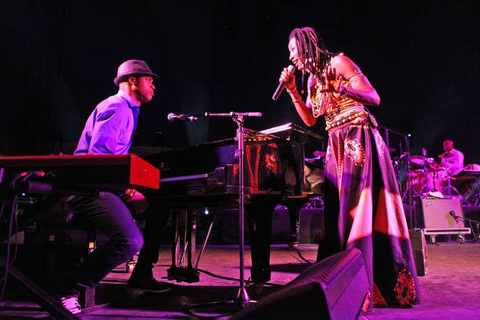 Concert de Fatoumata Diawara et Roberto Fonseca au festival Fiest'A Sète.