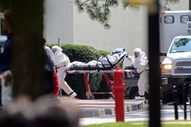 Nancy Writebol, l'un des deux citoyens américains qui a contracté le virus, à son arrivé à l'hôpital universitaire Emory à Atlanta (Géorgie), le 5 août.