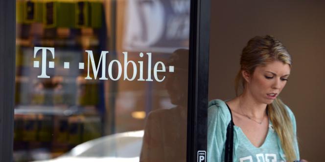 La société de Xavier Niel devra trouver des partenaires pour relever son offre d'achat sur T-Mobile.
