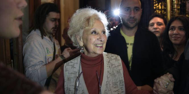 Estela Carlotto, le 6 août, après les résultats des tests ADN lui ayant permis de retrouver son petit-fils disparu.