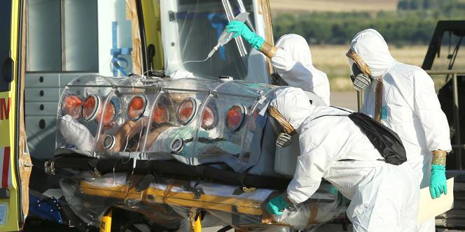 Le prêtre espagnol atteint du virus Ebola rapatrié chez lui, le 7 août.