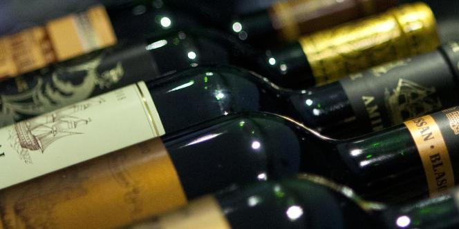 Des bouteilles de vins dans un magasin de Hong Kong.