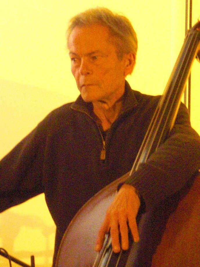 Le contrebassiste de jazz Jean-Jacques Avenel lors d'un concert à Cologne en Allemagne, le 15 octobre 2011.