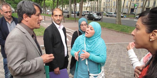 Le maire UMP de Wissous (Essonne) est accusé de vouloir empêcher à tout prix aux habitantes portant un voile d'accéder à la base de loisirs installée pour l'été. La justice est saisie.
