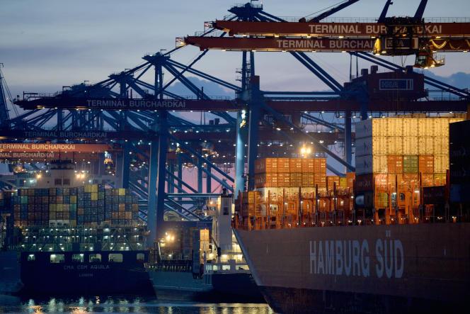 Le port de Hambourg, le 9 juin. Sur les cinq premiers mois de l'année, les exportations allemandes vers la Russie ont chuté de 14,7 %.