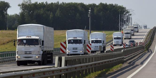 Le convoi humanitaire russe près de la ville de Ielets, à environ 400 km de la frontière ukrainienne, le 12 août.